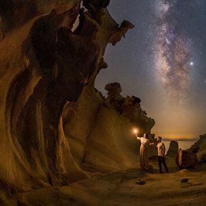 عکس در مورد آموزش عکاسی حرفه ای و عکس منظره و عکس آسمان شب که دراین بخش درباره ادیت عکس در فتوشاپ و آموزش عکاسی با موبایل نیز توضیح داده میشود