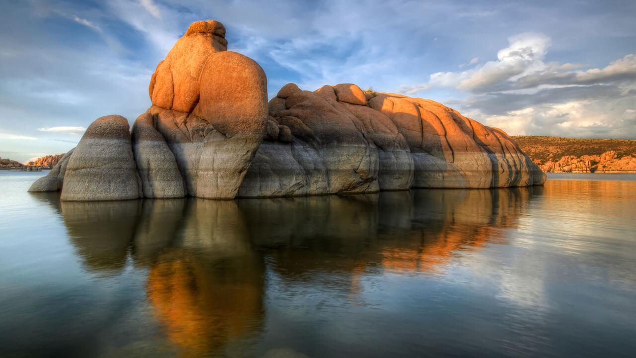 عکس کوه و دریا درباره نشان دادن عظمت منظره با استفاده از بازتاب
