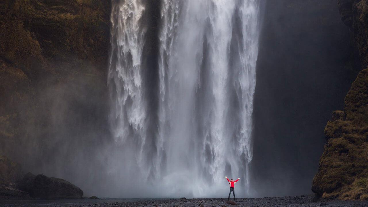 عکس یک آبشار در مورد استفاده از آدمها در عکاسی