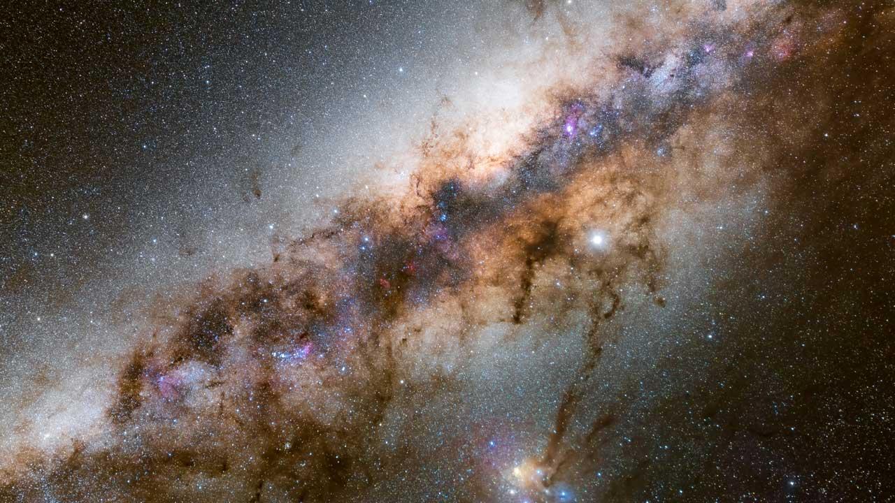 عکس نجومی مربوط به مقاله عکاسی منظره در شب چیست